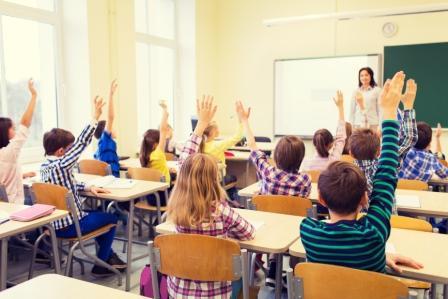 Lehrerin Klassenzimmer Schüler Unterricht