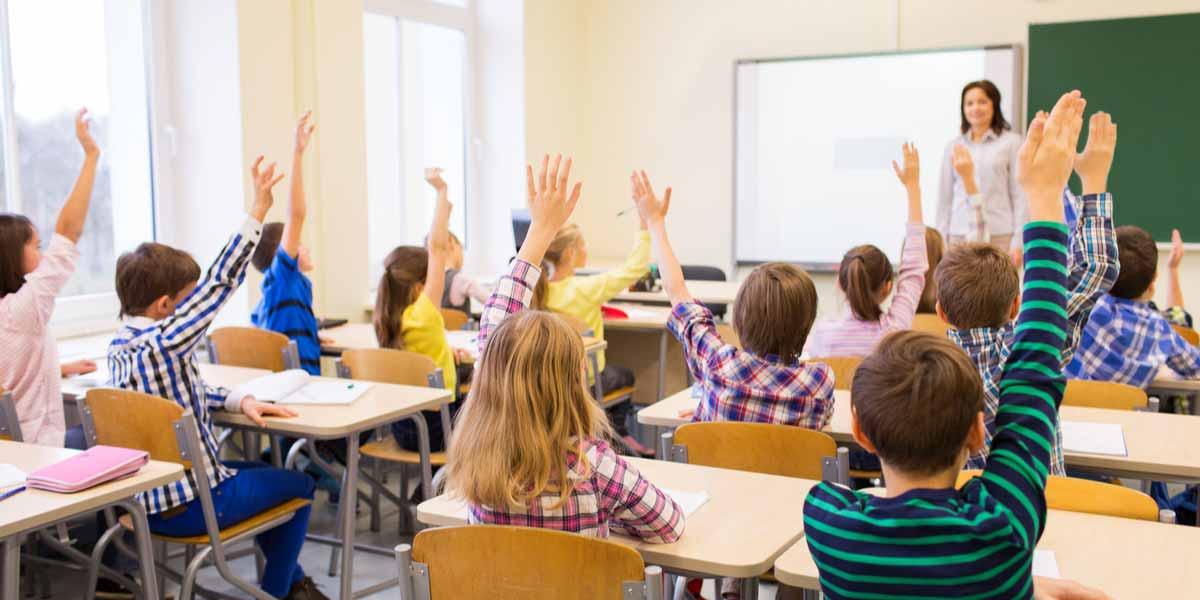 Lehrerin Klassenraum Schüler Unterricht Beihilfe für Lehrer