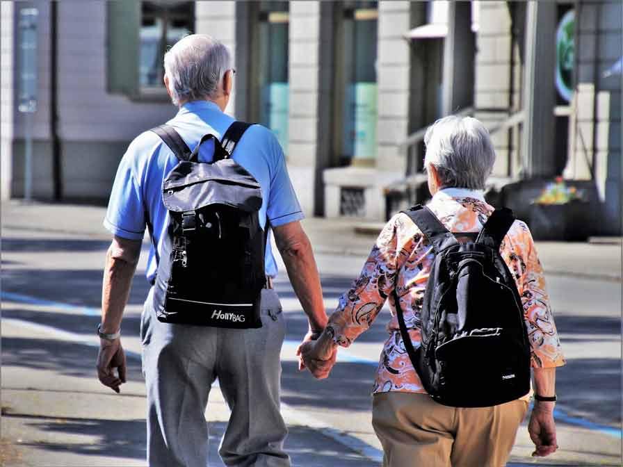 Rentner Ruhestand Pensionäre Beamte Planung Sicherheit Hand in Hand